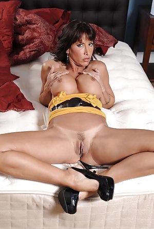 Shaved Milfs Porn