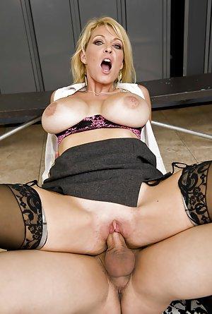 Sexy Milfs Porn